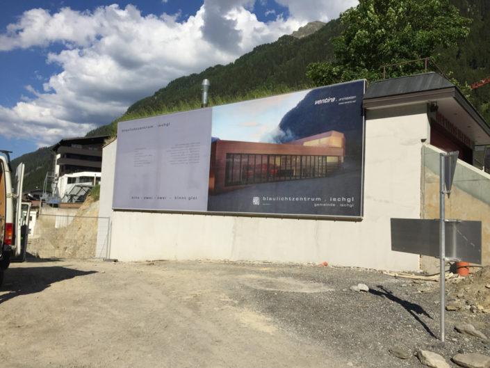 Textilspannrahmen, Bauwerbung, Blaulichtzentrum Ischgl